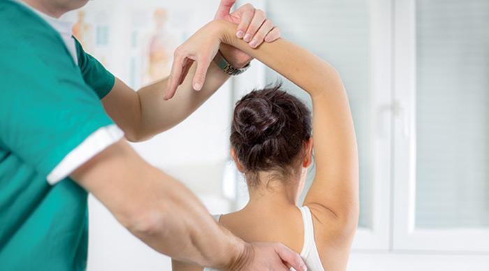 hombro-congelado-tratamiento-de-rehabilitacion-con-fisioterapia-en-madrid