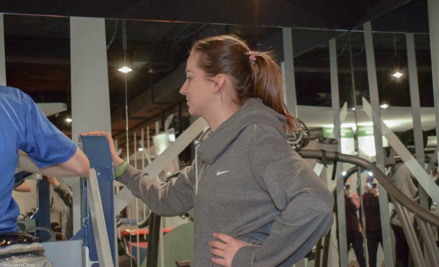 Estudiantes de fisioterapia durante sus prácticas