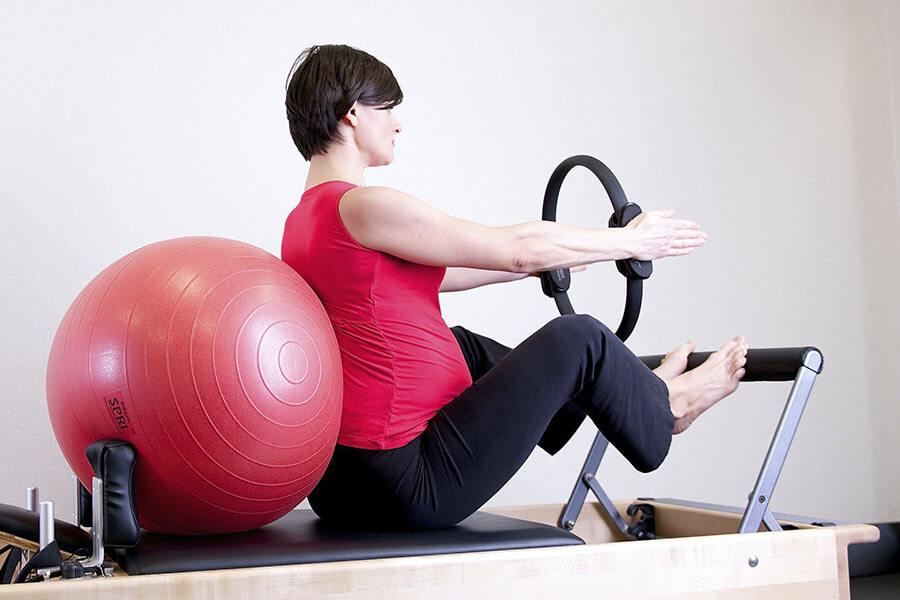 los-mejores-ejercicios-de-pilates-para-embarazadas