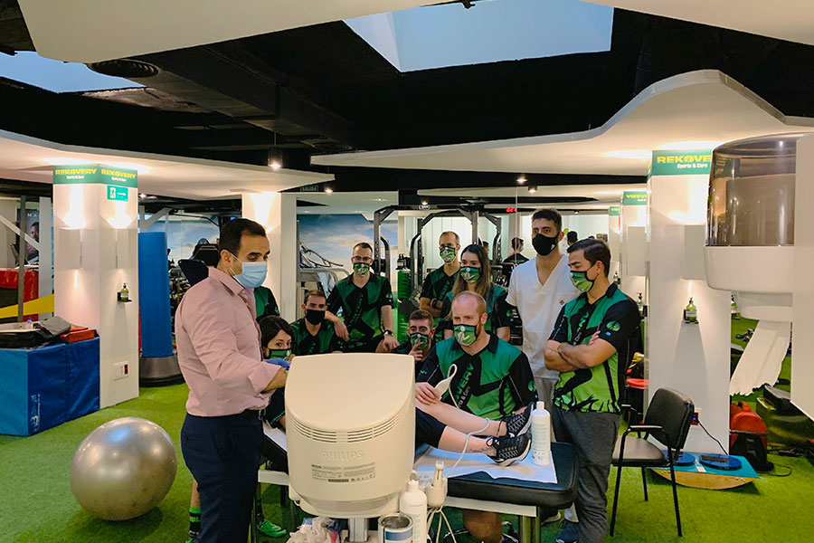 Formación del Doctor Elegeadi en nuestra clínica de Madrid